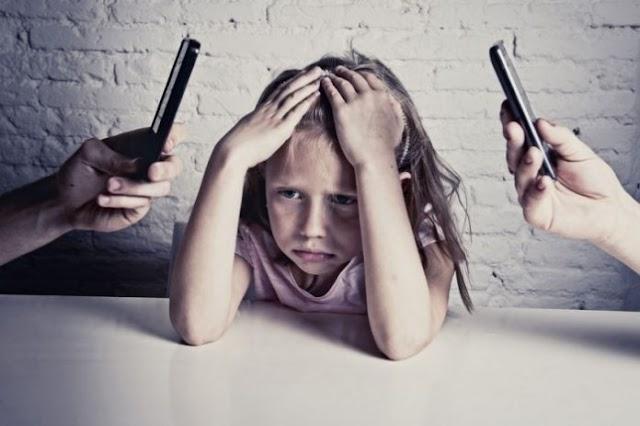Como seu vício em dispositivos móveis pode afetar seu filho?