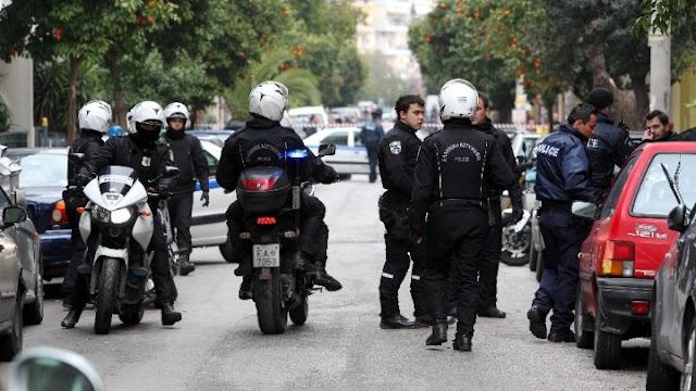 Επίθεση αγνώστων στο Αστυνομικό τμήμα Κολωνού - Τραυματίες τέσσερις αστυνομικοί