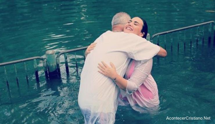 Bautismo de Demi Lovato en el río Jordán