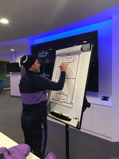 Pochettino Said Goodbye to Spurs Players on a Board