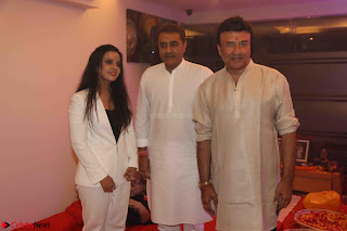 Sachin Tendulkar with his wife at Mata ka Jagrata hosted by Anu Malik 44.JPG