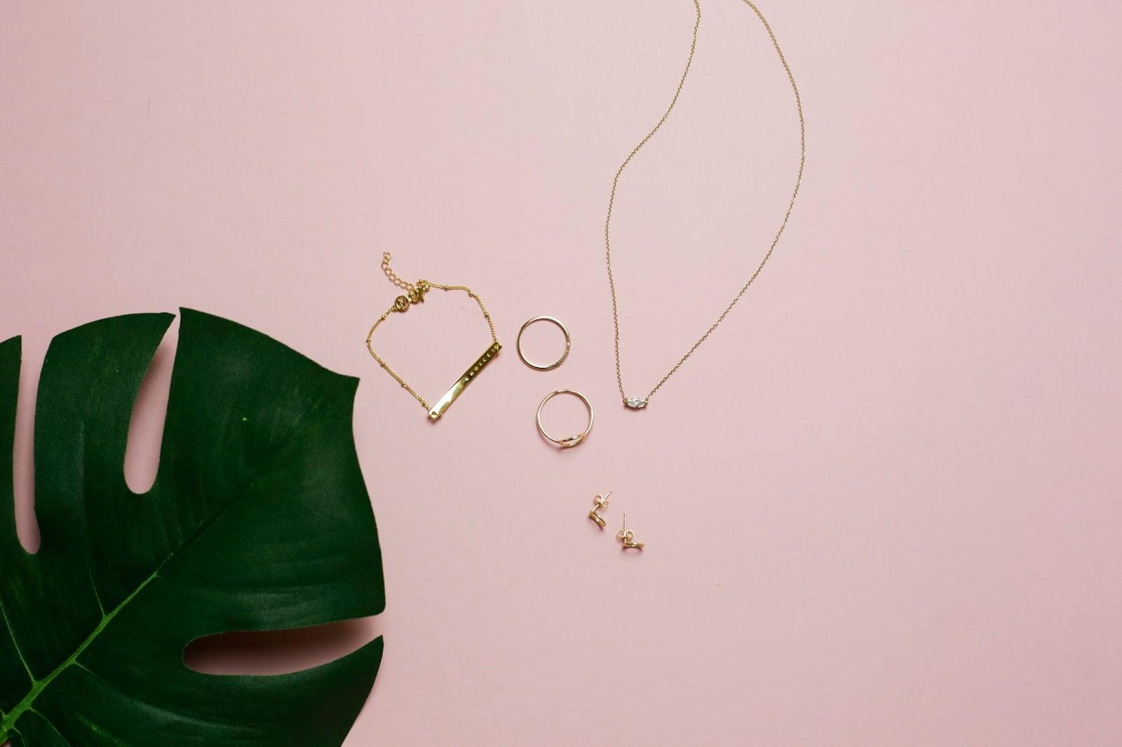 Dainty Jewellery - Mejuri
