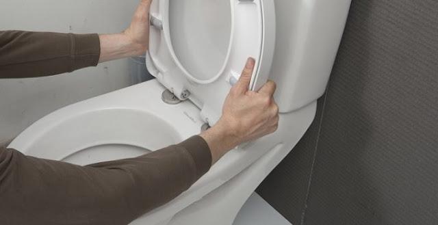 Comment déboucher une toilette bloquée