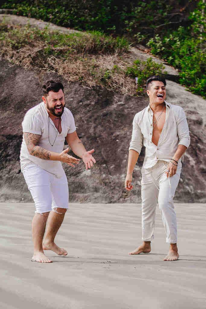 """Depois do sucesso com a música """"Pertinho de você"""", a dupla João Lucas e Leandro lança seu novo single """"Ilha"""". O hit está nas principais plataformas digitais e já soma mais de 350 mil visualizações."""