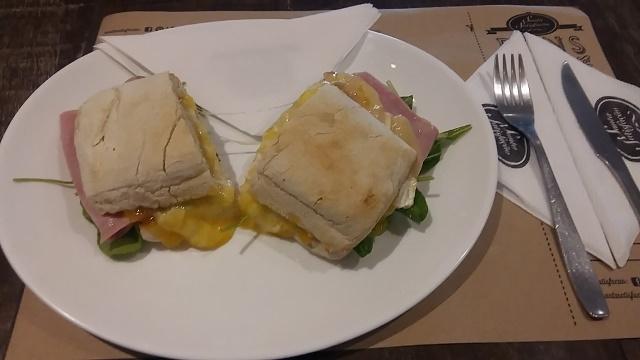 Sanduíche de Brie com Geleia de Damasco do Santa Satisfação em Copacabana