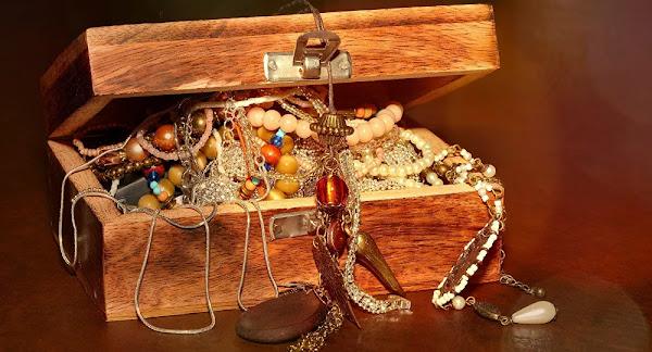 Κοσμηματοπώλης διοργανώνει κυνήγι θησαυρού: Έθαψε 1 εκατ. δολάρια σε χρυσό, ασήμι και διαμάντια