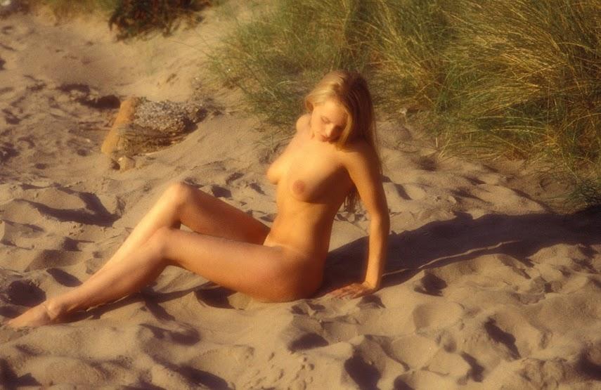 20041117_-_Vika_AC_-_Dream_Field_-_by_Pasha.zip.MET-ART_psh_49_0017 Met-Art 20041118 - Allison - Beaches - by Yerbury