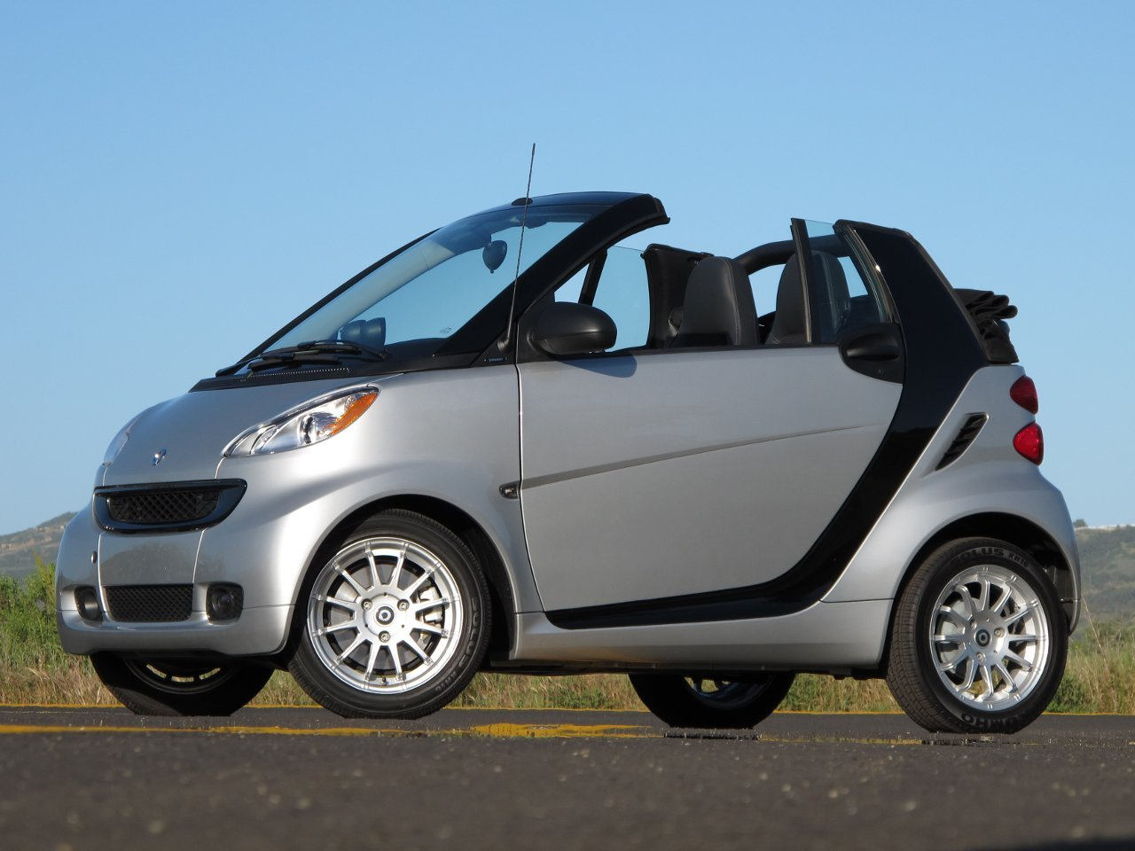 2011 smart fortwo cabriolet review popular automotive. Black Bedroom Furniture Sets. Home Design Ideas