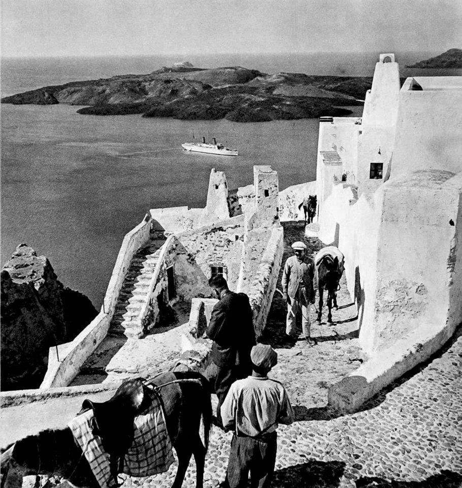 Old photos of Santorini (Path 1)   534324 462577923759538 1819749189 n