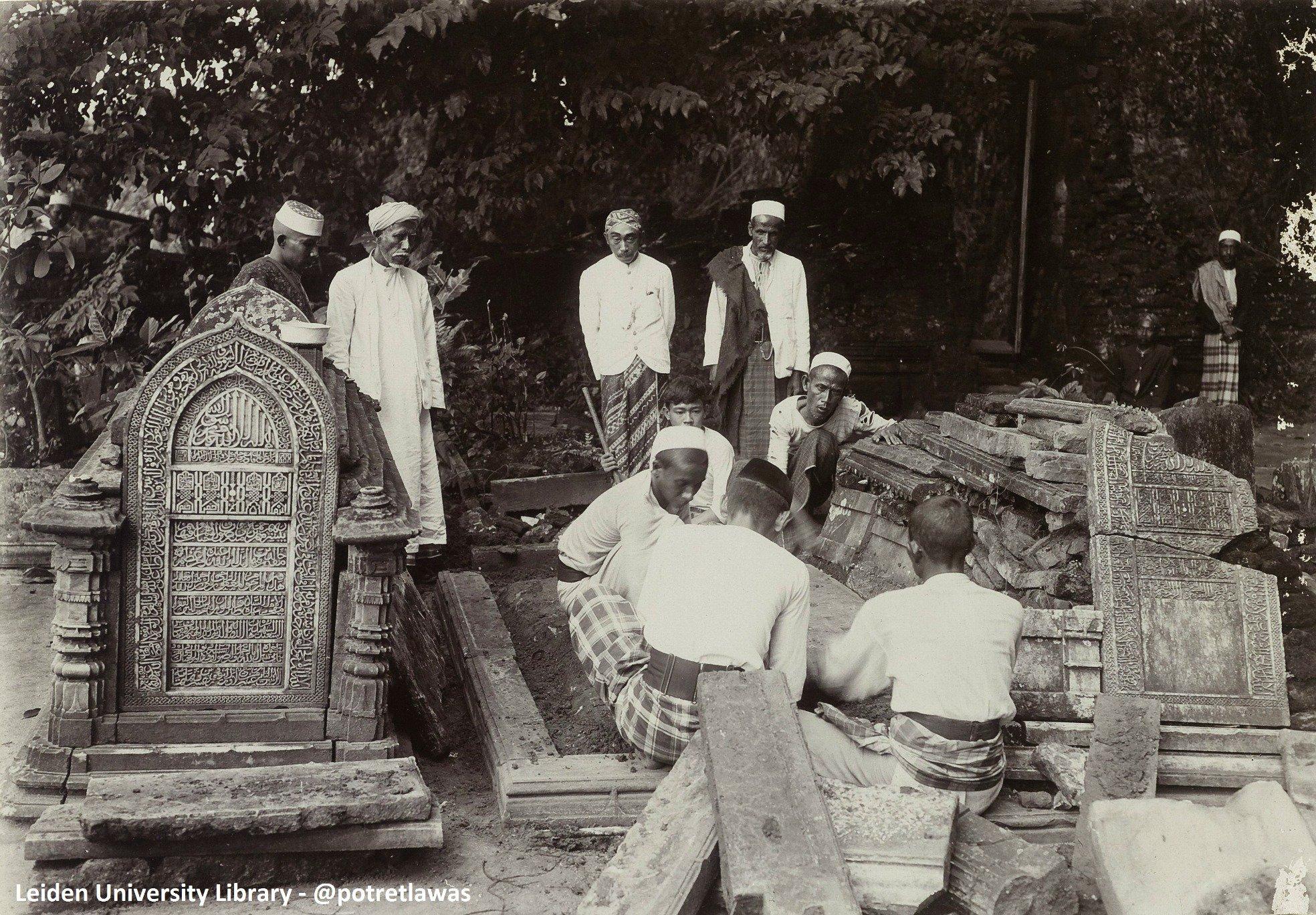 Pemugaran Makam Sunan Gresik 1912