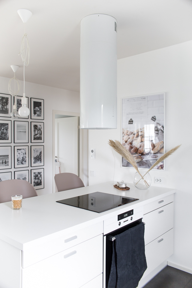 Villa H, keittiön sisustus, pampaheinät, puustelli, valkoinen keittiö