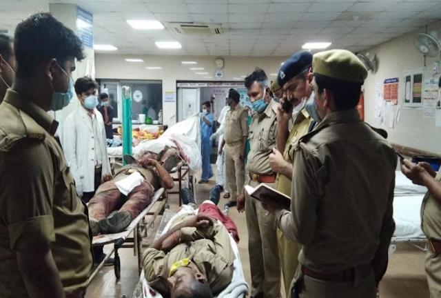 कानपूर में हिस्ट्रीशीटर के घर गई पुलिस की टीम पर फायरिंग, 8 पुलिसकर्मियों की मौत