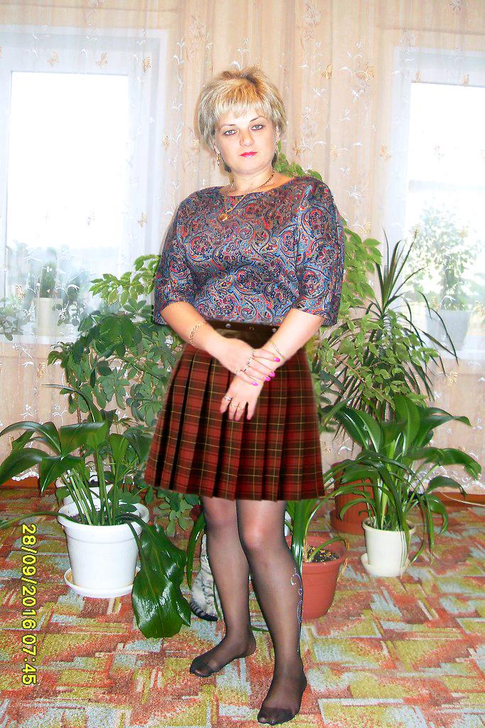 Amateur Milf Skirt