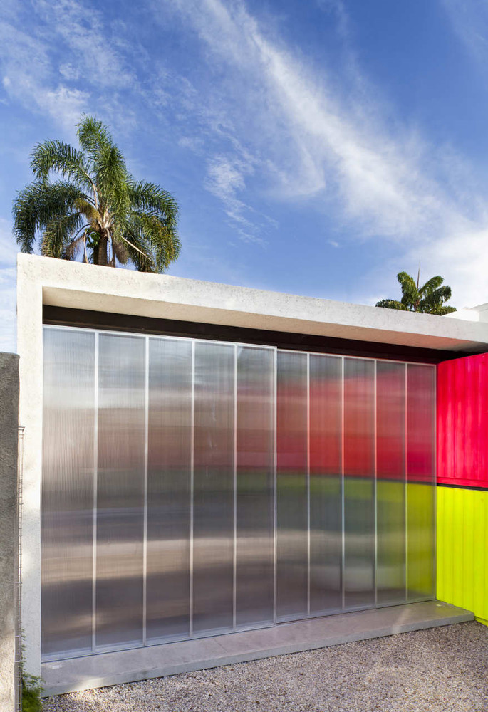 Decameron - Low Budget Colorful Shipping Container Store, Brazil 19