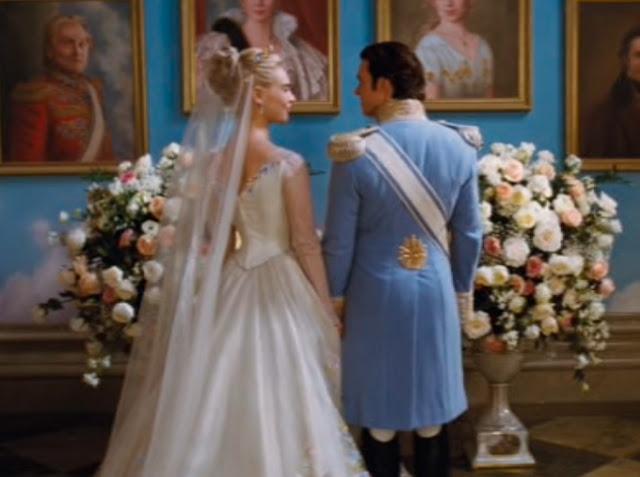 Casamento principe Kit e Ella figurino azul e branco, cinderela filme 2015