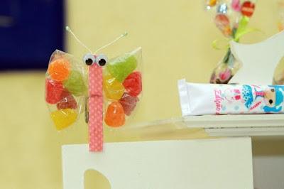 Una mariposa con dulces ideal para una fiesta.