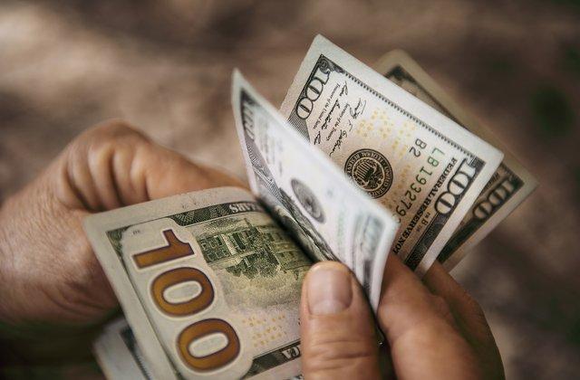 El dólar alcanza máximos de 18 año