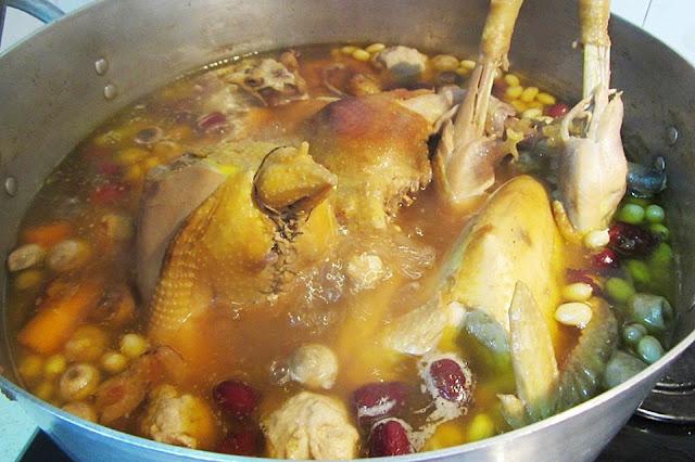 Cách nấu canh gà hầm hạt sen bồi bổ cho bà bầu hoặc người mới ốm dậy