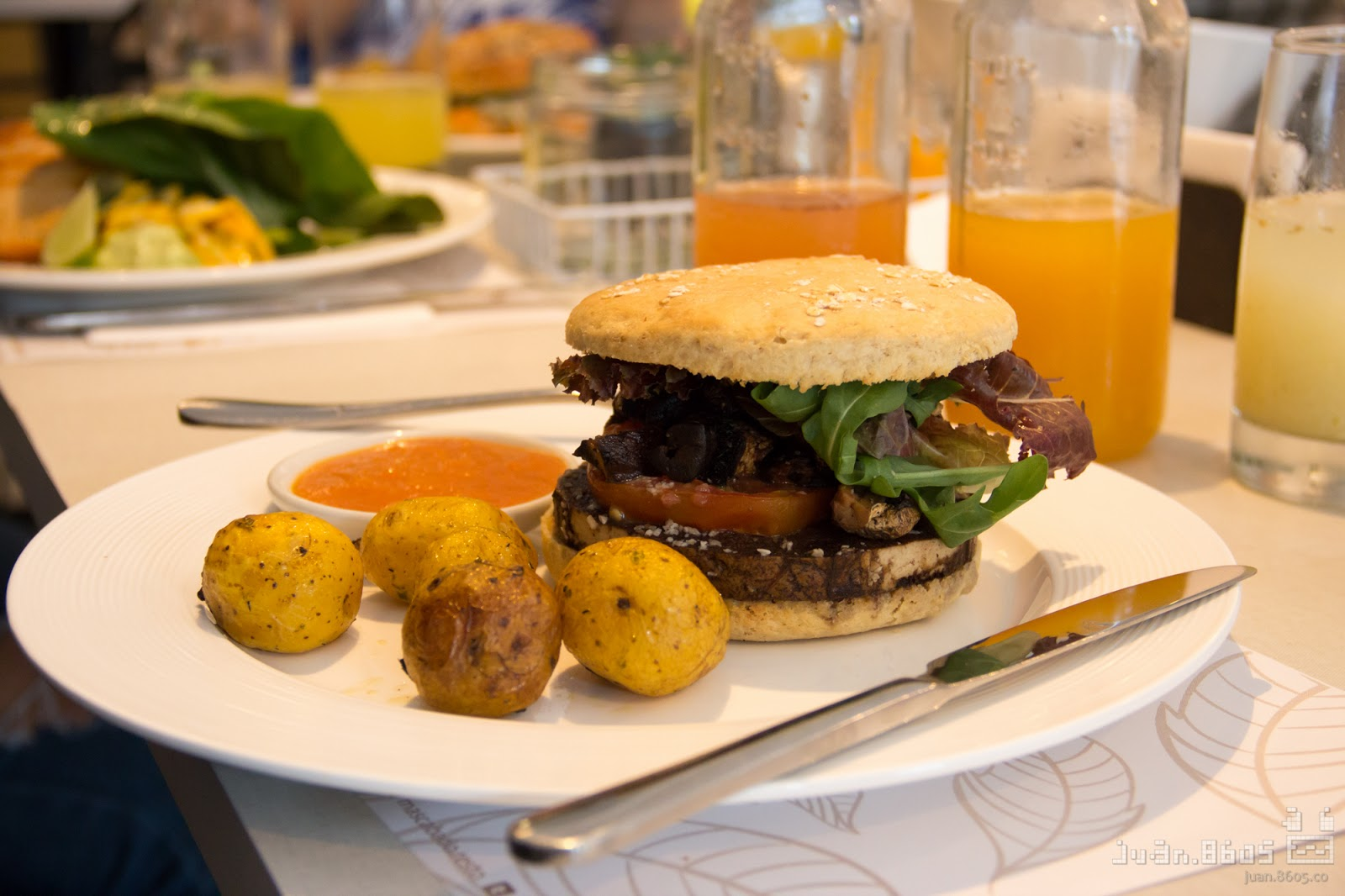 mascabado, restaurante granada cali, cocina artesanal, cali colombia, casa de te, comida vegana
