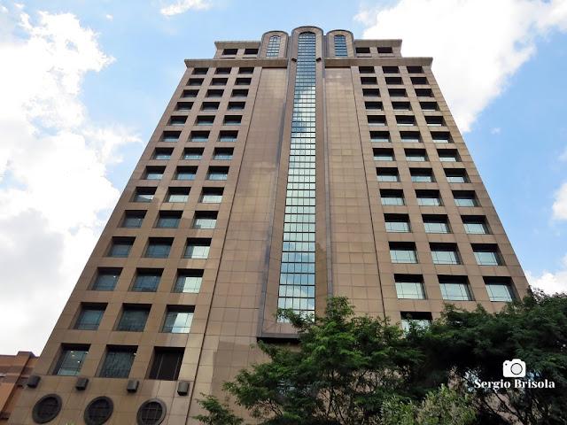 Perspectiva inferior da fachada do edifício Market Place Tower II - Chácara Santo Antônio - São Paulo