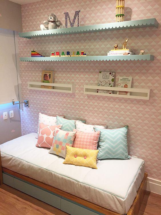 quarto de menina rosa e branco
