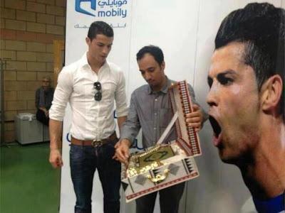 http://1.bp.blogspot.com/-H6EtdtnVdGE/UXAQXvuwf-I/AAAAAAAANCU/lGu6rcVPiJU/s1600/Se+shpejti+C.Ronaldo+do+te+konvertohet+ne+ISLAM+In+Shaa+Allah.jpg