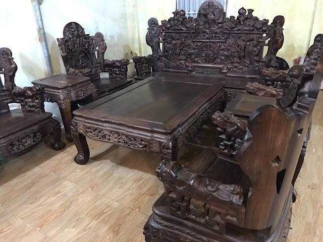 Bàn ghế làm bằng gỗ trắc