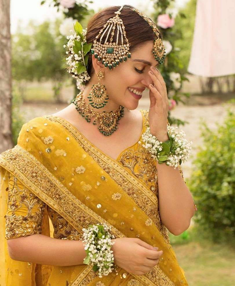 Ayeza Khan Looks Dreamy Girl in her Bridal Photo Shoot