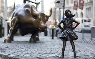 Menina e touro de Wall Street
