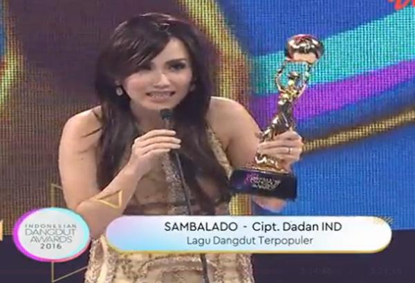 ayu ting ting Pemenang Indonesian Dangdut Awards 2016