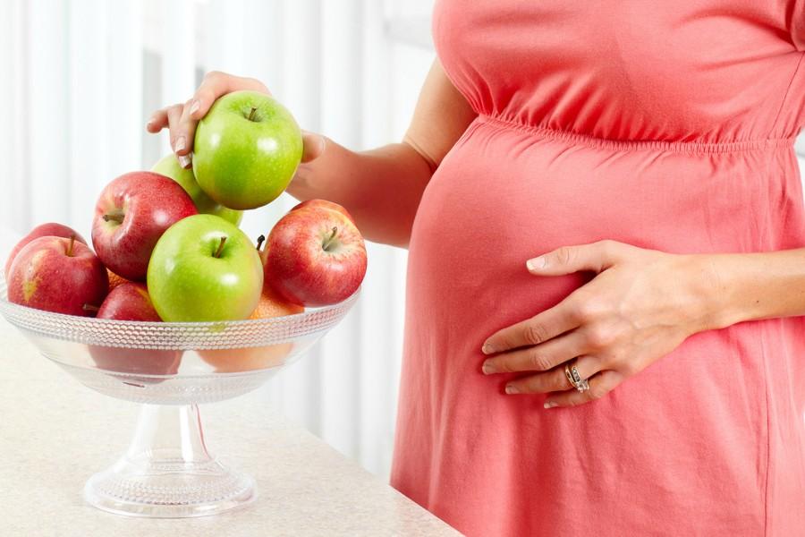 Suco de maçã durante a gravidez: benefícios, efeitos e como fazer
