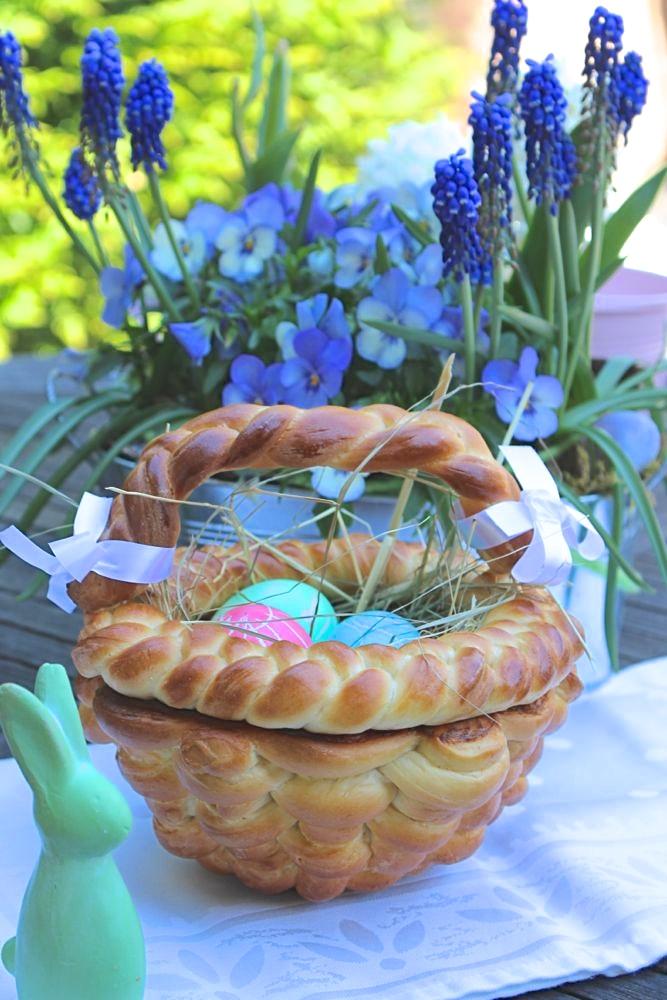 Osterkorb aus Hefeteig
