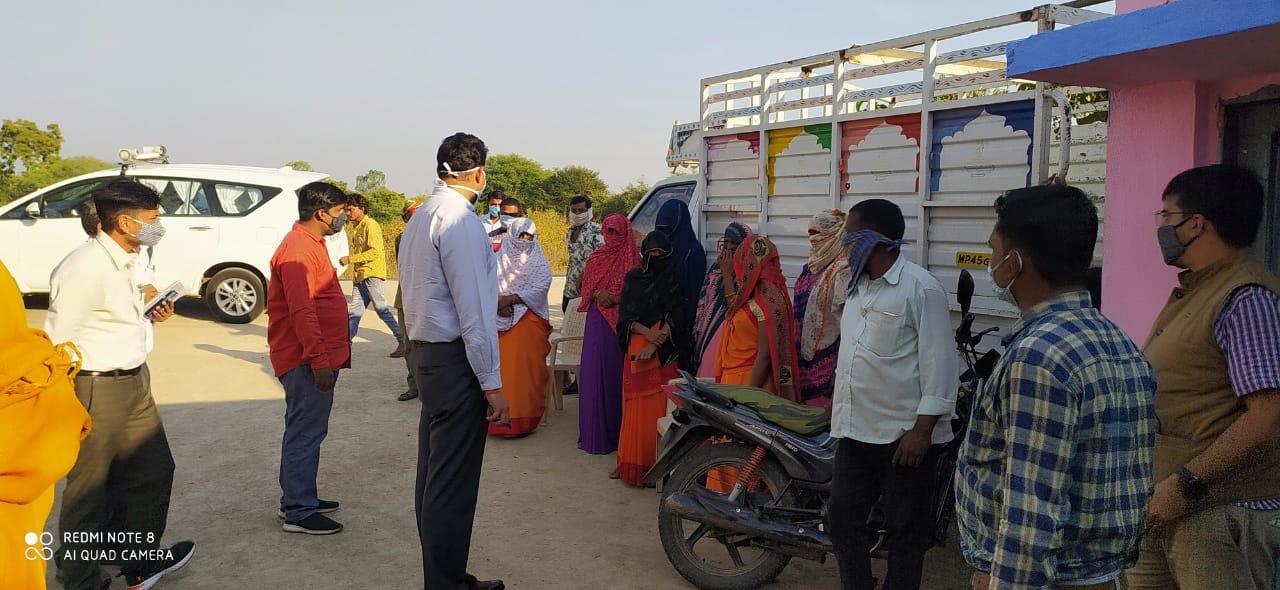 Jhabua News-  कलेक्टर रोहित सिंह ने पंचायत भवन एवं प्राथमिक विद्यलाओ का निरिक्षण किया