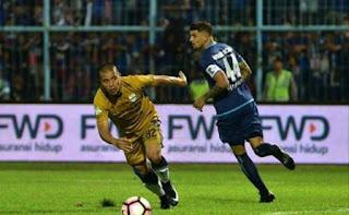 Arema FC vs Persib Bandung Imbang 0-0
