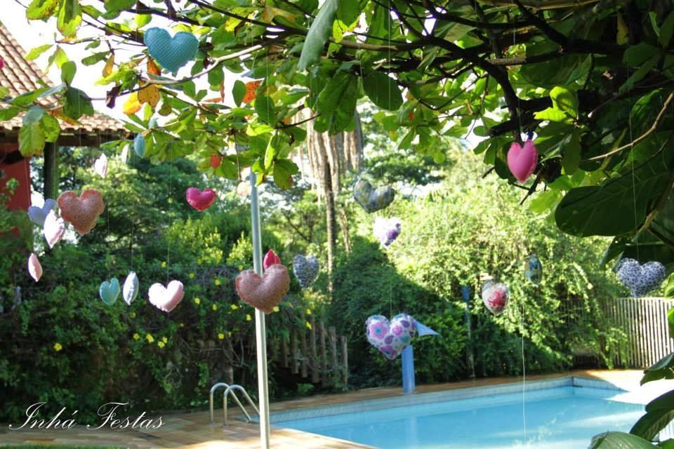 festa-decoracao-romantica-coracoes-tecido