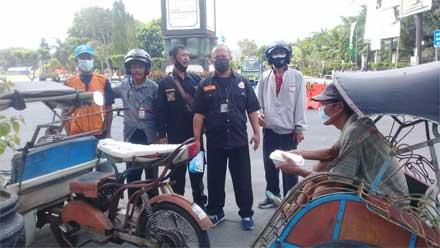 DPC PWRI Kebumen Berbagi Bersama Abang Becak