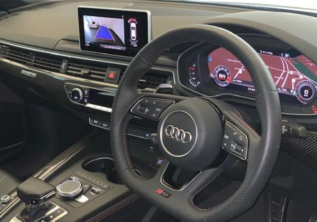 audi-rs5-sportback-interior