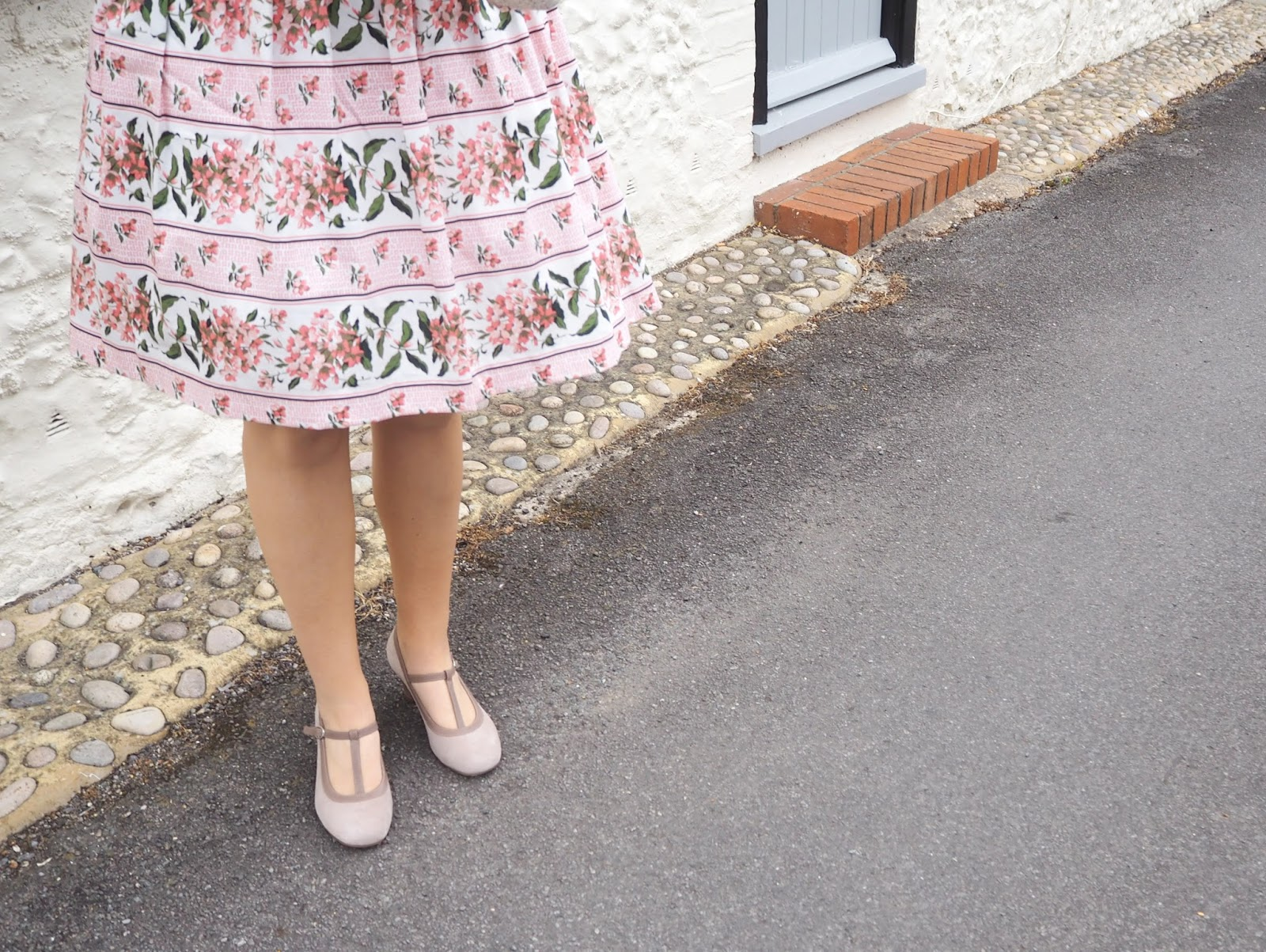 Wedding Guest Outfit Ideas, Katie Kirk Loves, UK Blogger, Wedding Outfit, Oasis Fashion, Pink Princess Dress, Hotter Shoes, Comfortable Heels, Fashion Blogger, Outfit Blogger, Style Blogger, Fashion Influencer, Style Influencer, Wedding Inspiration, Wedding Style