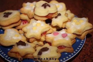 http://pierunskiemaszkety.blogspot.com/2015/12/takie-wesoe-ciasteczka-z-nadzieniem-i.html