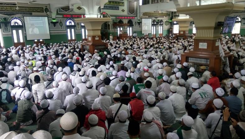 Peserta Aksi 161 di Masjid Al Azhrar