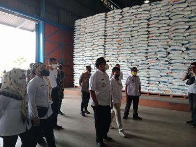 Jelang Lebaran, Gubernur Arinal Tinjau Stok Beras di Gudang Bulog