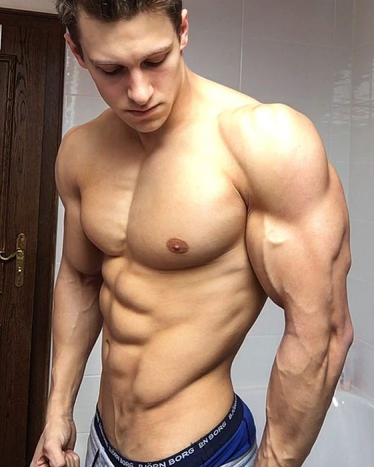 shirtless-muscular-hunks-strong-huge-veiny-arms-abs