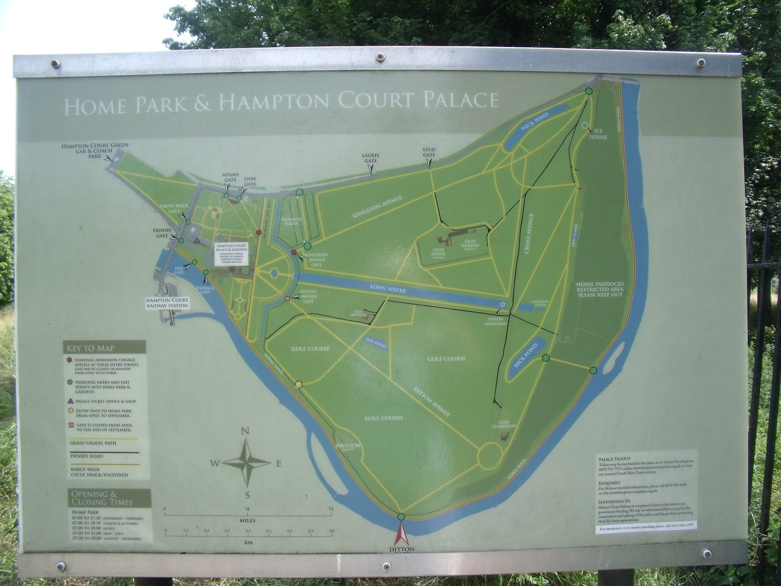 The Map Shows How River Curves Around Hampton Court Park And Home