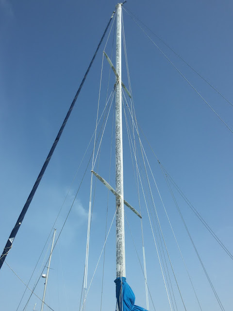 Bare aluminum mast