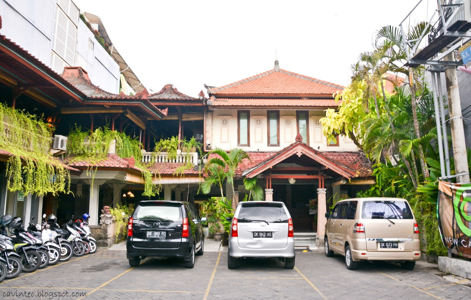 Entree Kibbles: Leisure Walking in Kuta - Jl Pantai Kuta