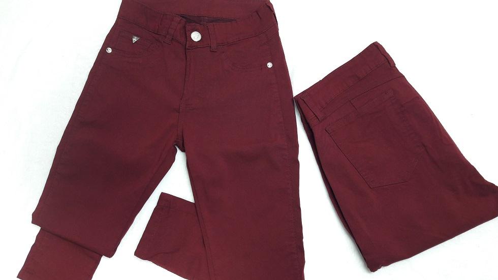 Modelo # 32 Pantalones Tono Guinda,
