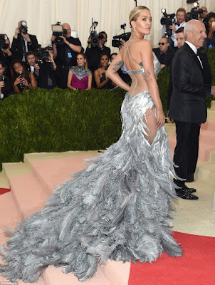 Rita Ora outfit