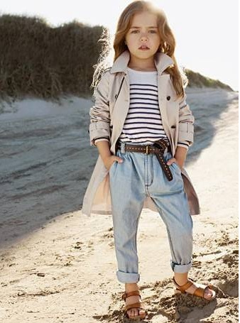 Mini fashion-bloggers redefining fashion statement. I cute little girls