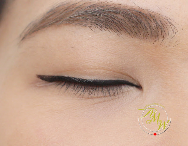 a photo of L'Oreal Super Liner Superstar review in black by Nikki Tiu of askmewhats.com