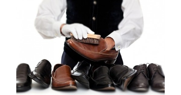Merawat sepatu